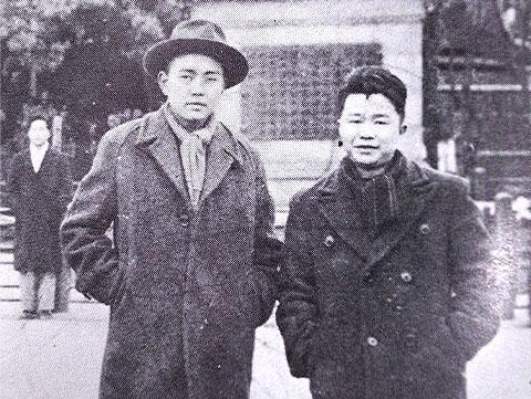 1952年来日直後の建民(左)と黄昌泉氏(右)