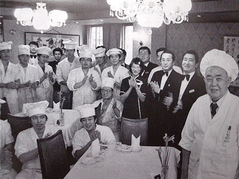 昭和62年現代の名工 表彰直後の建民(右端)